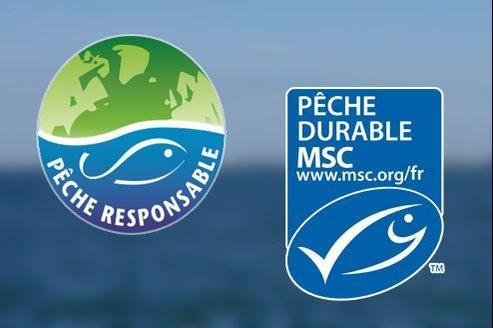 Le label de pêche responsable des Mousquetaires (à gauche) a été jugé trop proche de celui du MSC (à droite).