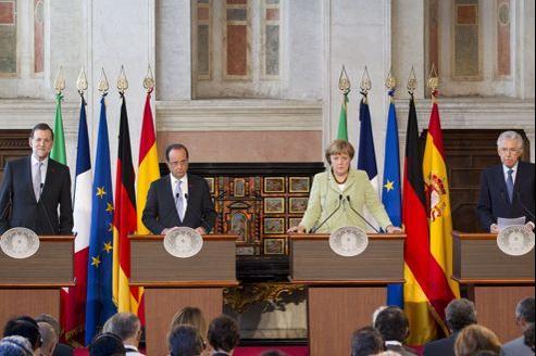 Mariano Rajoy, François Hollande, Angela Merkel et Mario Monti, vendredi à Rome.