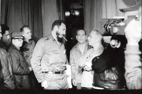 Les noticieros, journaux d'actualité, ont été créés juste au lendemain de la révolution cubaine par Alfredo Guevara (au centre), grande figure du cinéma cubain et ami de Fidel Castro.