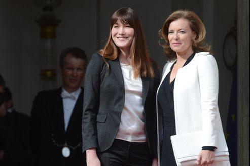 Carla Bruni-Sarkozy et Valérie Trierweiler lors de la cérémonie d'investiture de François Hollande, le 15 mai 2012.