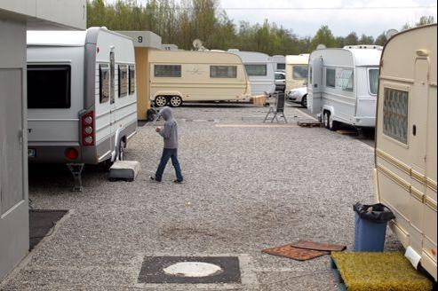 Campement de gens du voyage à Strasbourg. La police surveillerait plusieurs centaines de personnes.