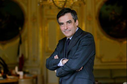 François Fillon dépose sa candidature à la tête de l'UMP «à la fois pour s'opposer à une politique inconséquente et ensuite, simultanément, pour préparer la reconquête sans attendre.»