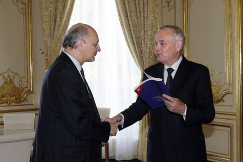 Didier Migaud, premier président de la Cour des comptes, et Jean-Marc Ayrault, le premier ministre, lundi matin à Matignon.