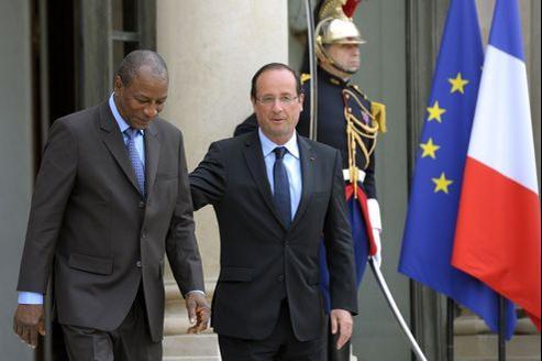 François Hollande en compagnie du président le Guinéen, Alpha Condé, lundi, au palais de l'Élysée.