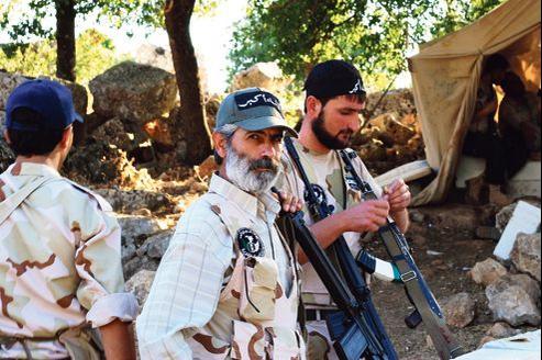 Des membres de l'Armée syrienne libre, à l'entraînement mercredi, dans le nord de la province d'Idlib.