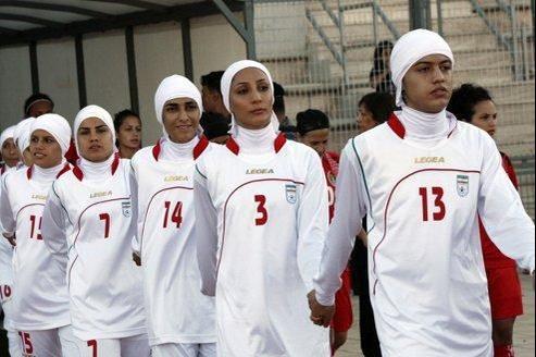 «Aujourd'hui, c'est le foot. Demain, ce sera la natation», s'inquiète Asma Guenifi.