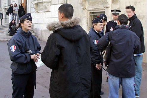 Contrôles d'identité : Valls enterre le récépissé