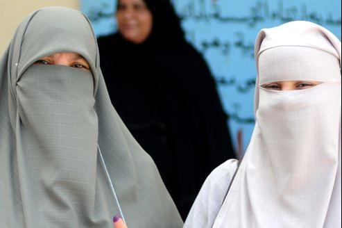 Peu répandu il y a une quinzaine d'années, le niqab s'est banalisé en Égypte.