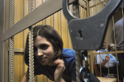 Nadezhda Tolokonnikova, membre du groupe punk des Pussy Riot, dans la cage des accusés, le 4 juillet, à Moscou.
