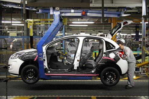 Sur une chaîne de montage de l'usine de Poissy dans les Yvelines, en janvier 2012.