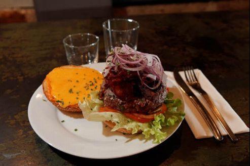 Portée initialement par les fast-foods, la consommation de burgers en France s'est développée dans la restauration à table. Crédit photo: François BOUCHON / Le Figaro.