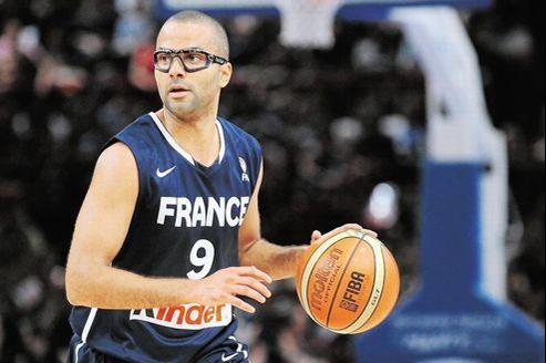 Tony Parker a joué avec des lunettes de protection, dimanche à Bercy, lors du match amical face à l'Espagne.
