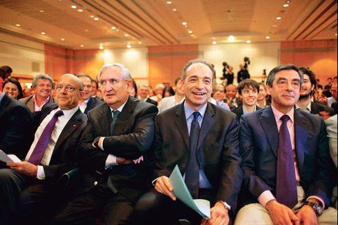 Alain Juppé, Jean-Pierre Raffarin, Jean-François Copé et François Fillon, fin mai, à Paris, au cours d'une réunion des cadres de l'UMP pendant les législatives.