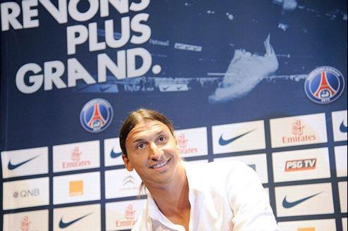 Zlatan Ibrahimovic touchera au PSG un salaire de plus de 14 millions d'euro annuels, pendant trois ans.