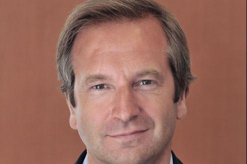À 47 ans, Guillaume Roquette va succéder à Alexis Brézet, parti remplacer la semaine dernière Étienne Mougeotte au poste de directeur des rédactions du Figaro.