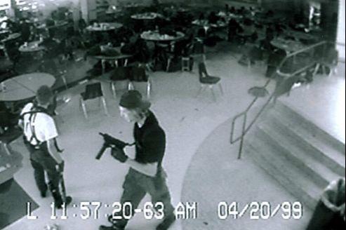 Le massacre de Columbine figure parmi les dix fusillades les plus meurtrières de l'histoire des États-Unis / Capture d'écran Youtube.