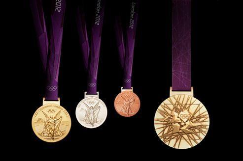 Les médailles ont été conçues par l'artiste britannique David Watkins.