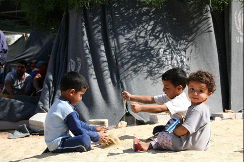 Des enfants syriens réfugiés en Jordanie dans le camp al-Bashabsheh à proximité de Ramtha.