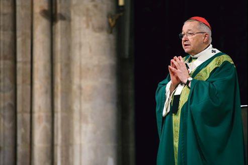 Le cardinal André Vingt-Trois, président de la Conférence des évêques de France, lors d'une messe à la mémoire des victimes du 11 septembre 2001, en 2011, à Notre-Dame de Paris.