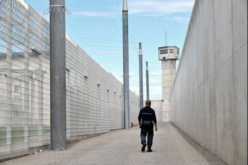 62% des libérés après une peine de moins de six mois récidivent dans les cinq ans contre 37% de ceux condamnés à une peine de cinq ans et plus.