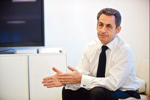 Nicolas Sarkozy, à son QG de campagne en avril. En invoquant le précédent libyen, il stigmatise l'inaction de son successeur.
