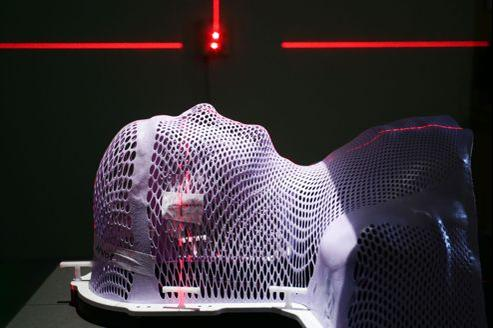 Équipement high-tech pour l'analyse des tumeurs du cancer et le traitement par rayons.