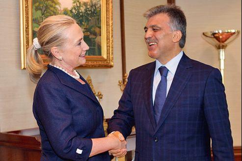 Hillary Clinton et le président de la Turquie, Abdullah Gul, samedi à Istanbul.