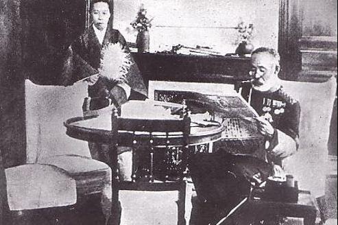 Le général Nogi et sa femme, le 13 septembre 1912, jour de leur suicide. (domaine public)