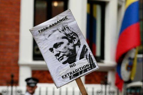 Manifestation de soutien à Julian Assange devant l'ambassade d'Équateur de Londres.