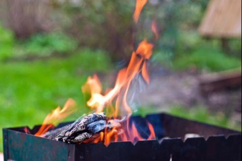 A Paris il est interdit de faire un barbecue aussi bien sur la voie publique que dans l'intégralité des parcs et jardins de la ville.