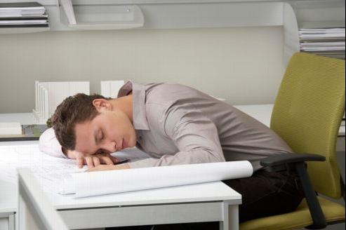 Très répandue dans les pays du sud de l'Europe, la sieste sur les lieux de travail tarde à être adoptée par les sociétés françaises.