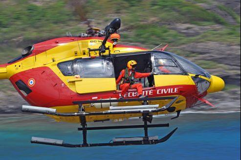 L'hélicoptère Eurocopter EC-145 de la Sécurité civile française en Guadeloupe. Photo Anthony Pecchi.
