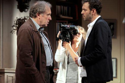 Philippe Magnan (à gauche), Aurore Soudieux et Guillaume Durieux interprètent des journalistes croqués à l'encre noire.