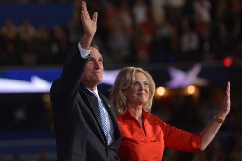 Mitt et Ann Romney, mardi, à Tampa.