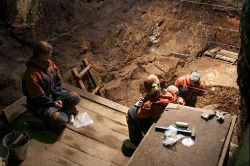Le site de la grotte de Denisova, au sud de la Sibérie, dans laquelle deux molaires et une phalange de doigt fossilisées ont été retrouvées.