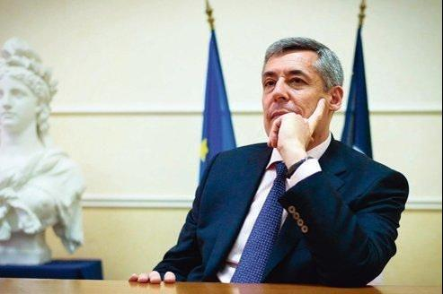 Henri Guaino pendant la campagne des législatives, en mai.