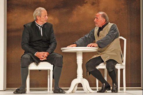 Patrick Chesnais et Claude Brasseur, Tartuffe et Orgon, sur la scène du Théâtre de Paris.