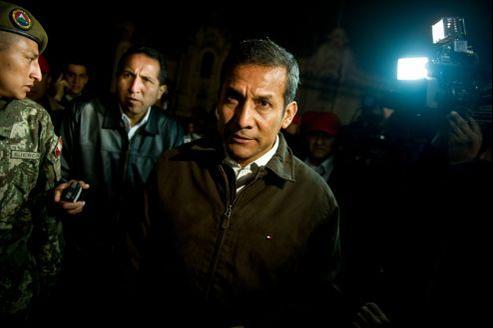 Le président Ollanta Humala (ici en août à Lima) est critiqué notamment par son père Isaac qui le juge trop à droite et lui préfère son frère Antauro, actuellement en prison.