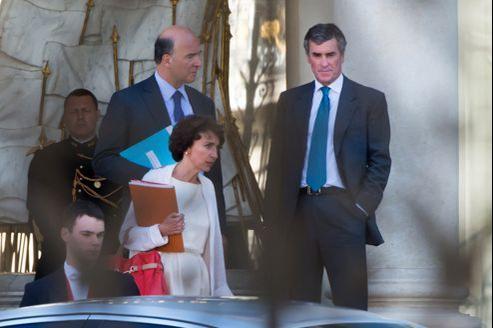 Pierre Moscovici, ministre de l'Économie, Marisol Touraine, ministre des Affaires sociales et Jérôme Cahuzac, ministre délégué au Budget, sur le perron de l'Élysée.