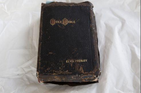 D'autres articles personnels de l'artiste, parmi lesquels des boutons de manchette, un pendentif en or ainsi que des chaussures Flagg Brothers ont également été adjugés.