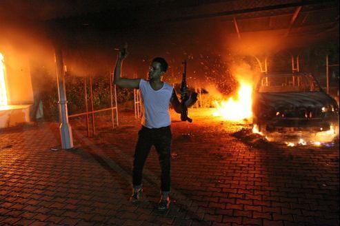 Plusieurs dizaines d'hommes armés appartenant au groupe islamiste Ansar al-Charia se sont attaqués mardi au consulat américain de Benghazi en Libye.