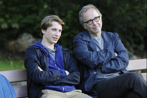 Ernst Umhauer (à gauche) fera tout pour contenter son professeur incarné par Fabrice Luchini. (© Concorde Filmverleih Gmbh)