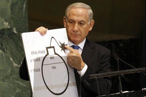 Le premier ministre israélien a tracé lui-même au feutre une ligne sur un schéma représentant une bombe munie d'une mèche allumée.