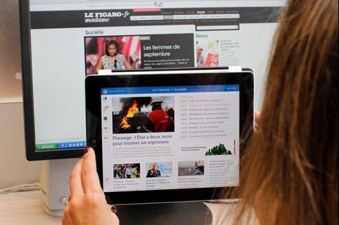 La lecture sur les mobiles et les tablettes a fait un bond de 26% en un an, selon la mesure d'audience de référence, réalisée du 1erjuillet 2011 au 30juin 2012.
