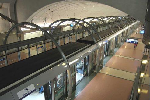La ligne 14 devait aussi s'étirer pour relier les aéroports de Roissy au nord et d'Orly au Sud, destiné à se développer.