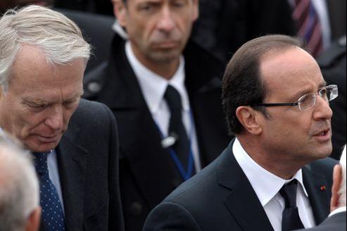 Jean-Marc Ayrault et François Hollande, le 14 juillet dernier, sur la place de la Concorde.