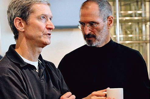 Tim Cook ( à gauche) et Steve Jobs au siège d'Apple à Cupertino, en Californie, en 2007.