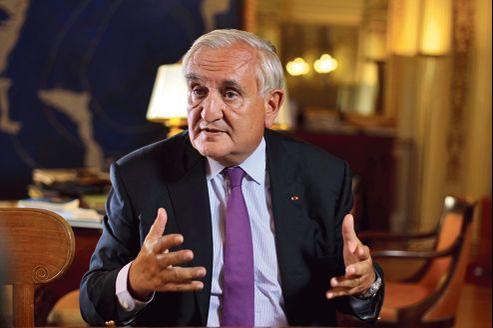 Jean-Pierre Raffarin craint les «incertitudes» que pourraient créer à l'UMP «le lancement anticipé des primaires et la question Sarkozy».