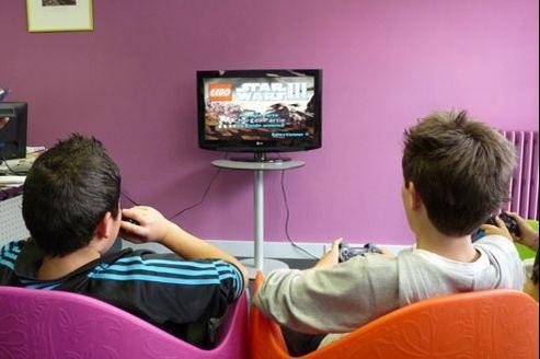 L'espace jeu vidéo de la bibliothèque de Condé-sur-Noireau, dans le Calvados. Crédit: BDP du Calvados.