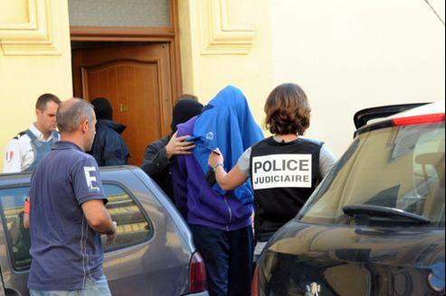 Interpellation d'un suspect lors du coup de filet des forces de l'ordre, samedi dernier, à Cannes.